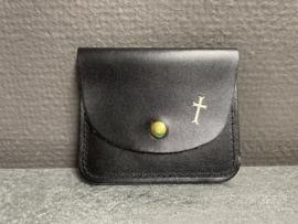 Rozenkrans etui kruis zwart 8.5 x 7cm leder