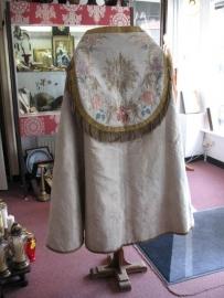 Koorkap, mantum, cappa, koormatel, pluviale 19 e eeuw zijde met goudbrocaat