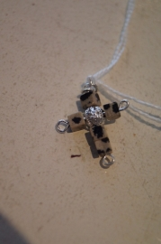 Half edelsteen kruisje (delmatier jaspis) 3 x 2 cm