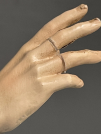 Charbel Makhloef, 30 cm, geperst marmer, vingers gerestaureerd (0)