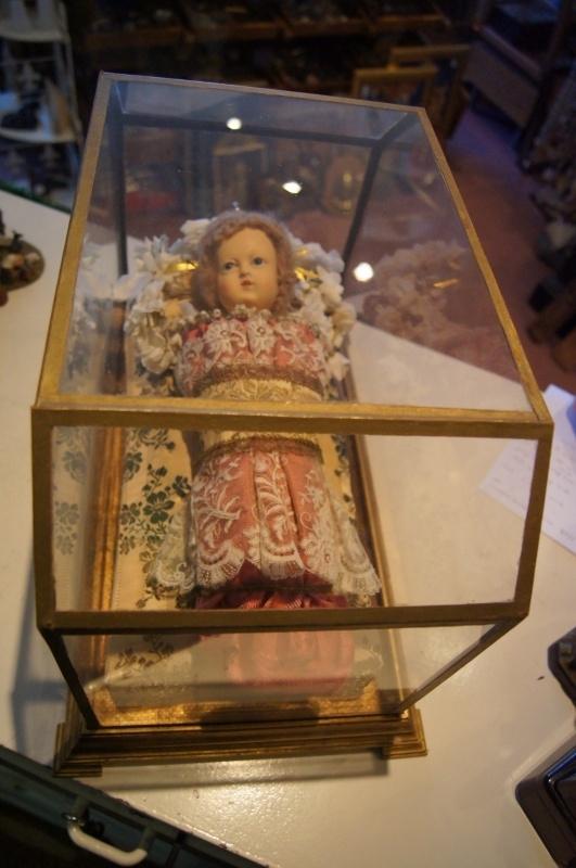 Kindje Jezus van was, in glazen kistje, 47 x 28.5 x 31 cm