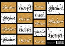 Handlettering vel karton met teksten 'gefeliciteerd' en 'hoera'