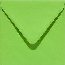 vierkante envelop (14 x 14 cm) lentegroen (952) iets feller dan 08 lentegroen