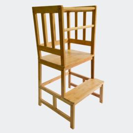 Kinderstoel, Leerstoel; leertoren van hout met reling & beschermstang.