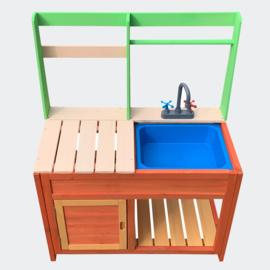 Kinderbuitenkeuken van hout, buitenkeuken met gootsteen.