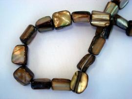 Streng schelpkralen blokjesvorm bruin/goud