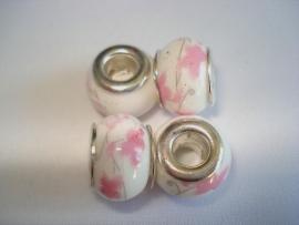Pandora style kraal keramiek gebroken wit met roze bloemen