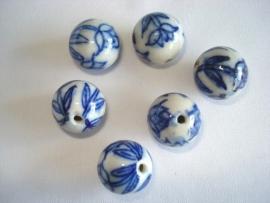 Keramiek kraal rond 16 mm delftsblauw tulpen
