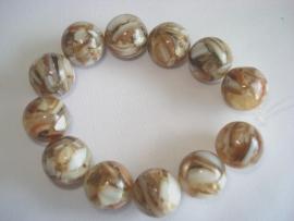 Streng ronde kralen met stukjes schelp 12 mm beige wit