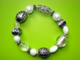 armband met grote kralen in wit zilver transparant
