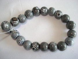 Streng porseleinen kralen grijs gespikkeld klein rond