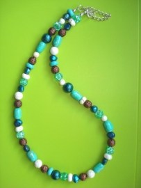 Ketting turquoise, blauw, wit en koper