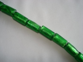 Streng zilverfolie glaskralen buis 15x10 mm donkergroen (12 stuks)