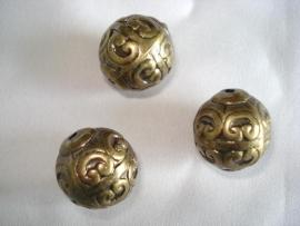Metaallook kraal bronskleur bewerkt 18 mm