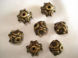 Metaallook kraal bronskleur ornament 15x12 mm