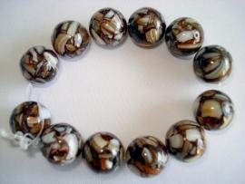 Streng ronde kralen met stukjes schelp 16 mm bruin wit