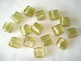Zilverfolie glaskraal vierkant 12 mm licht olijfgroen