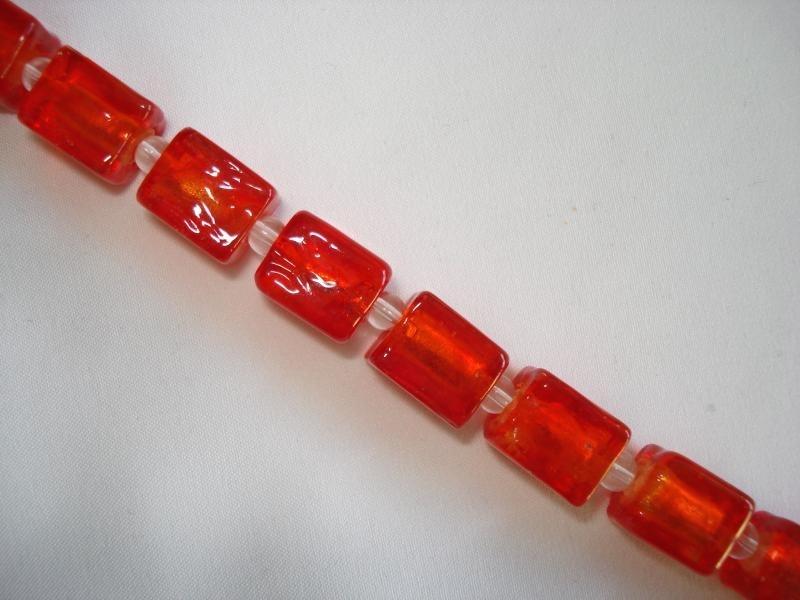 Streng zilverfolie glaskralen blokje rood (15 stuks)