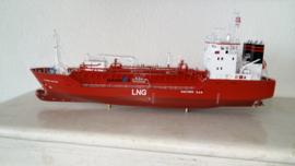 """Schaalmodel 1:100 """"Pioneer Knutsen"""" L.N.G. Tanker"""