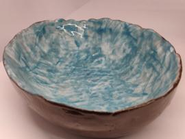 """Handgevormde schaal - """"White & blue"""""""" ovaal   +/- 22 X 17 cm"""
