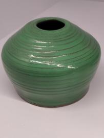 Handgedraaid vaasje  - frisgroen 10cm  - steengoed keramiek