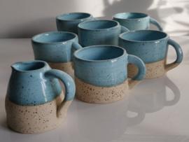 """Set  6 handgedraaide tasjes en melkkannetje- """"speckled Fjords blue"""""""