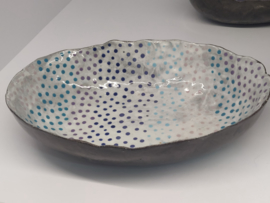 """Handgevormde schaal - """"polka dots"""""""" ovaal   +/- 22 X 17 cm"""