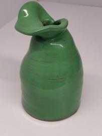 Handgedraaid vaasje met een bloemblaadje - frisgroen 12cm  - steengoed