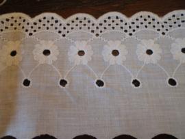 Vintage katoenen kant wit 8 cm breed - wordt verkocht per 10 cm