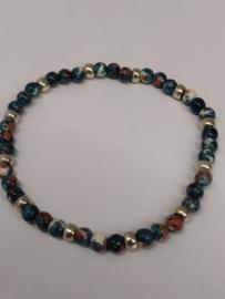 Fijne armband in natuursteentjes: kleur blauw/beige