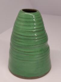 Handgedraaid vaasje - frisgroen 11cm - steengoed keramiek