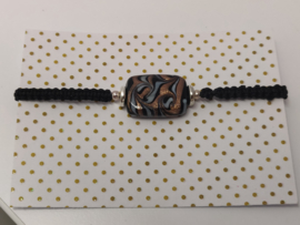 Armbandje macramé glaskraal Black & gold