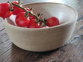 Off white keramiek :kommetje  13cm diameter en 5 cm hoog