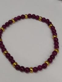 Fijne armband in natuursteentjes: kleur wijnrood
