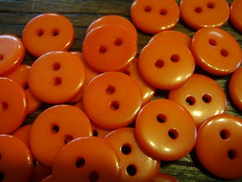 KA055 - rond knoopje 2 gaatjes 11 mm - oranje