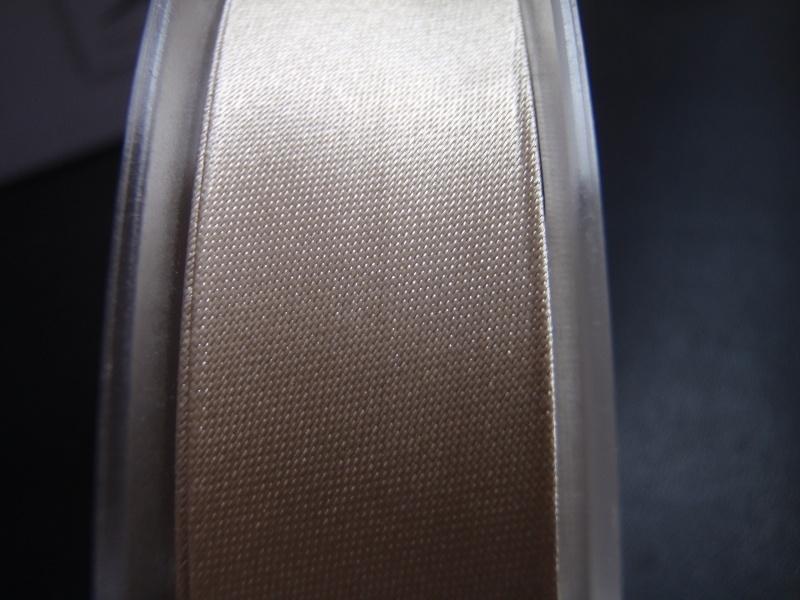 F- Col. 642 - Biaislint satijn - champagnekleur - per 10 cm