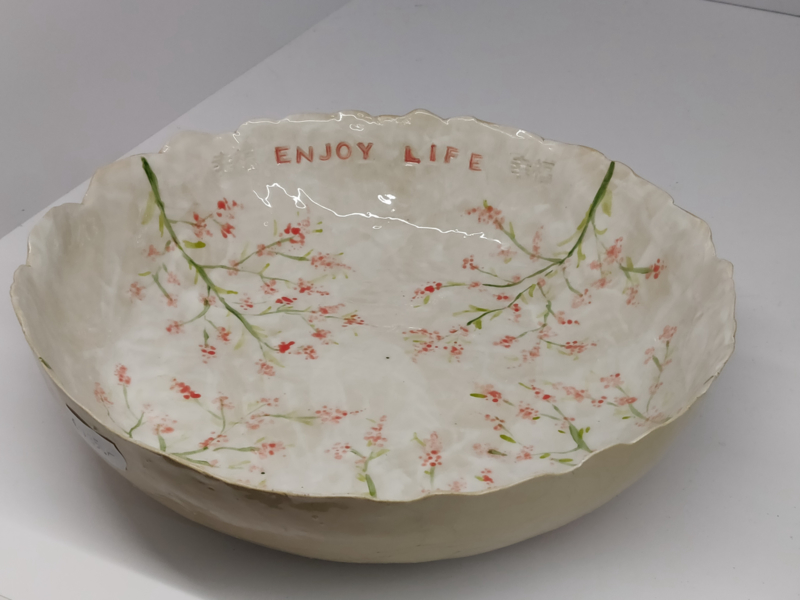 """Handgevormde schaal - """"Springtime""""met tekst """"enjoy life"""" diameter  +/- 22 à 23 cm"""