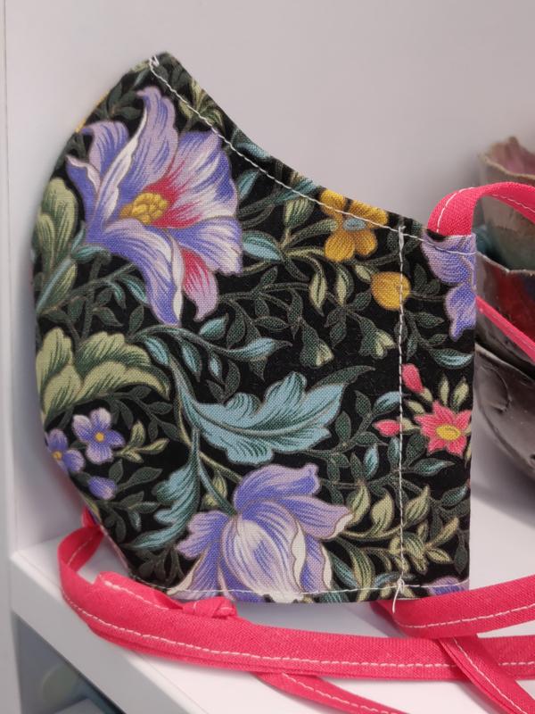 """Maat """"M"""" -""""Flowers""""  blauw binnenmasker - rozerood lint"""