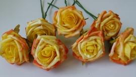 KB031 Foam roos geel (groot, per stuk)