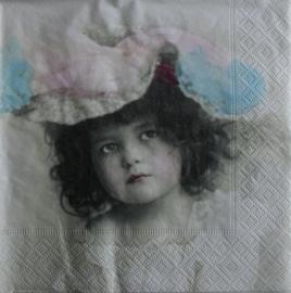 4147 Sagen : meisje met hoed