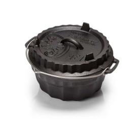 Met de gietijzeren Petromax Ring Cake Pan bak je vochtige cakes, heerlijke ovenschotels of brood in de klassieke ringvorm. Het multifunctionele deksel biedt niet alleen hoge temperaturen voor gebak in de buitenkeuken, maar functioneert ook als een taartvo