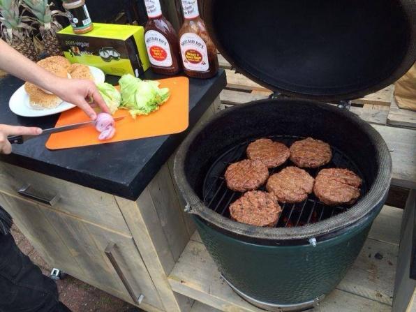 homemadeburger.jpg
