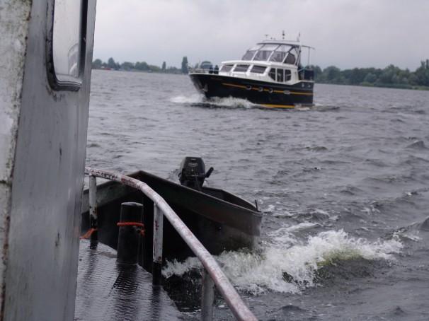 Visserbootje erachteraan!