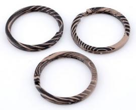 Metalen sleutelhanger ring bruin / zwart
