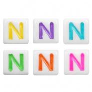 Acryl letterkraal multicolor-wit N (vierkant)