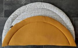 Boxkleed rond wafelkatoen/katoen stippen off-white