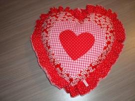 Kussen hart met ruches stip/bloem/ruit rood/wit/fuchsia
