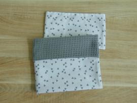 (V) Dekbedovertrekset 50 x 50 cm wafelkatoen grijs/katoen triangel wit/grijs