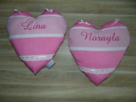 Kussen hart met strikjes en wit kant