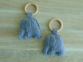 (V) Houten ring met olifant donkergrijs